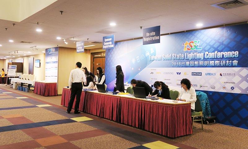 照明科技展攤位設計 (13)