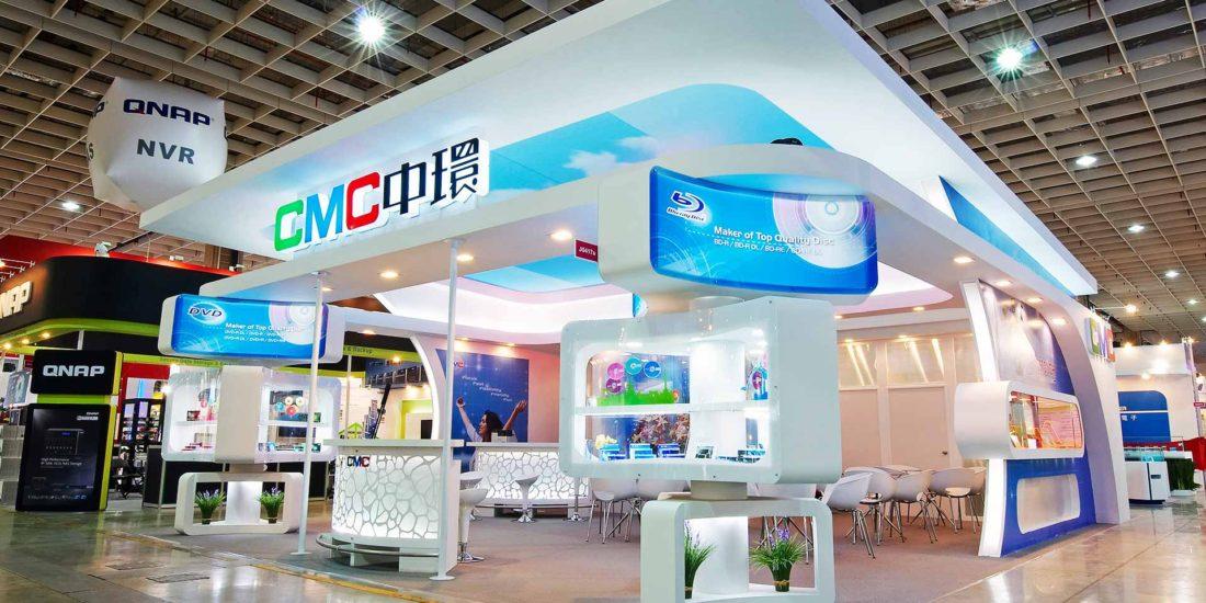 電腦展 展場設計 ─ 歐立利 展場設計 公司規劃開放式展場動線、頂部天空視覺效果,營造明亮舒適的展覽設計空間感